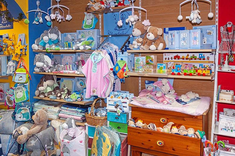 Monikas Kinderstübchen Leinefelde Babyerstausstattung Babyspielzeug Kindermode Eichsfeld Sterntaler